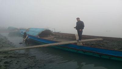 ভাষানচর কীর্তিনাশা নদী থেকে মাটিসহ ৪টি ট্রলার আটক