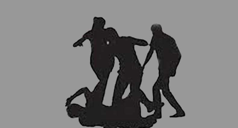 হাতুড়ি দিয়ে আ.লীগ নেতাকে পিটিয়ে রক্তাক্ত, হামলাকারীদের গণধোলাই