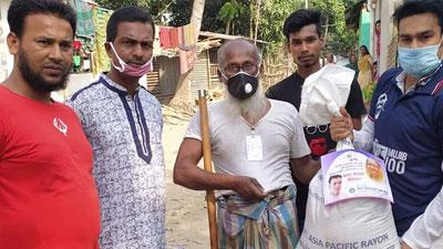 ময়মনসিংহে খাদ্যসামগ্রী দিলেন ছাত্রলীগ নেতা আফতাব