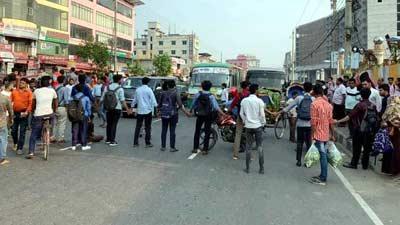 ঢাকায় বাসচাপায় শিক্ষার্থী নিহত, বিক্ষোভে শিক্ষার্থীরা