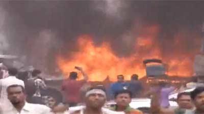 নয়াপল্টনে পুলিশ ও বিএনপি নেতাকর্মীদের সংঘর্ষ চলছে