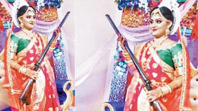 বর আসতেই কনের বাড়ি থেকে পরপর গুলি! বন্দুকধারী কনের ছবি ভাইরাল