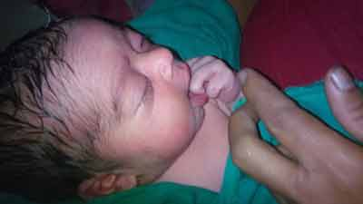 বিয়ে ছাড়াই সন্তানের জন্মদিল ১২ বছরের কিশোরী