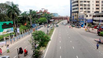 রাস্তাঘাট ফাঁকা, নিস্তব্ধ ঢাকা
