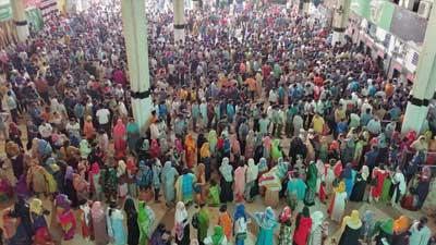 কমলাপুরে টিকিট প্রত্যাশীদের জনস্রোত