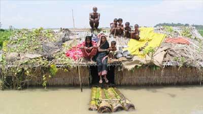 বেড়েছে বানভাসিদের দুর্ভোগ, ঝুঁকিতে ৪০ লক্ষাধিক মানুষ