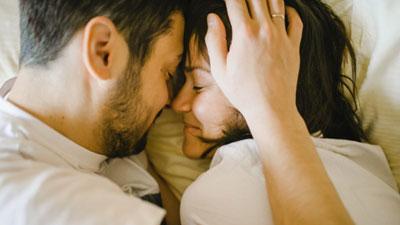 ১০ কারণে স্ত্রীকে পাগলের মতো ভালোবাসেন স্বামী