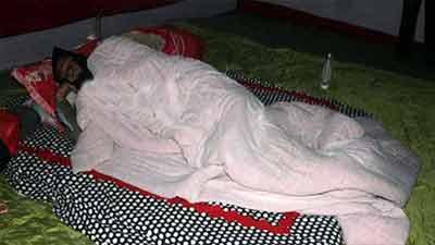 তাঁবু গেঁড়ে ডিসি অফিসের সামনে শুয়ে পড়লেন লতিফ সিদ্দিকী
