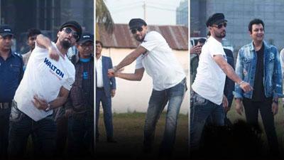 কারখানার শ্রমিকদের সাথে ক্রিকেট খেললেন মাশরাফি
