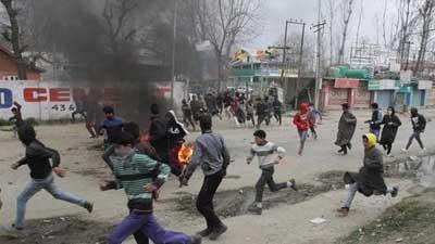পুলিশি হেফাজতে রসায়ন শিক্ষক নিহত, কাশ্মীরে সংঘর্ষ