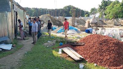চাঁদা না দেয়ায় মসজিদের নির্মাণ কাজ বন্ধ করে দিল ছাত্রলীগ
