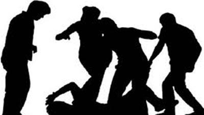 বোমা ফাটিয়ে পালানোর সময় স্থানীয়দের পিটুনিতে নিহত ১