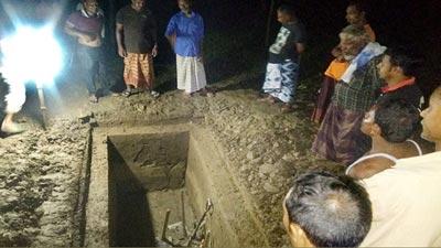 পল্লী নিবাসের লিচুতলায় এরশাদের কবর প্রস্তুতি