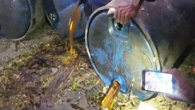 শরিষার তেল বলে পোড়া মবিল বিক্রি