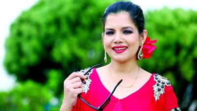 অস্ত্র ঠেকিয়ে অভিনেত্রী রোজি সিদ্দিকীর হিরার আংটি ছিনতাই