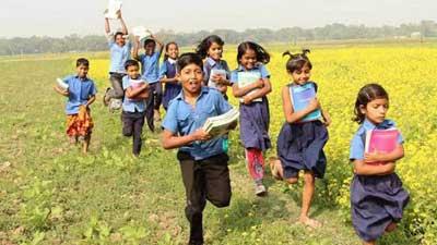 প্রাথমিক বিদ্যালয়ের শিক্ষার্থীরা পাচ্ছে দুপুরের খাবার