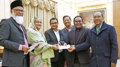 বঙ্গবন্ধু মেমোরিয়ালে শাহ্জালাল ইসলামী ব্যাংকে ১০ কোটি টাকার চেক প্রদান