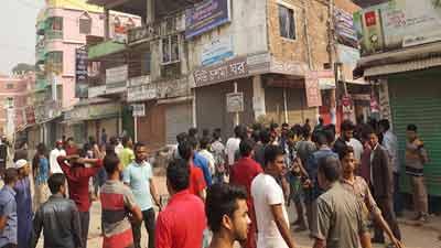 সিরাজগঞ্জে আ.লীগ-বিএনপি তুমুল সংঘর্ষ চলছে
