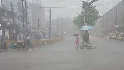মঙ্গলবার ৫ বিভাগে ভারী বর্ষণ, পাহাড়ি এলাকায় ভূমিধসের আশঙ্কা