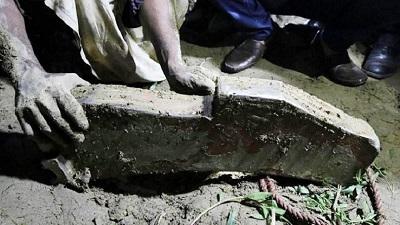 সীতাকুণ্ডে হঠাৎ আকাশ থেকে পড়ল ৩০ কেজি ওজনের ধাতব বস্তু