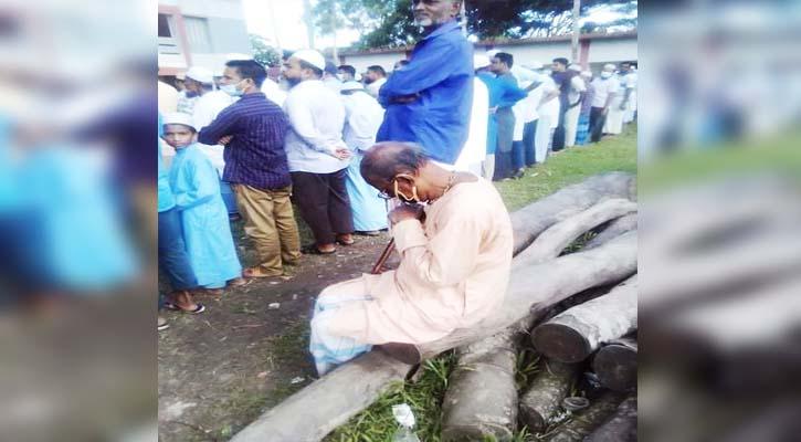 বন্ধুর জানাজার পেছনে সুধীর বাবুর কান্না