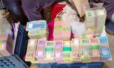 ব্যাংকে চাইলে 'নাই', খোলা বাজারে চড়া দামে নতুন টাকা