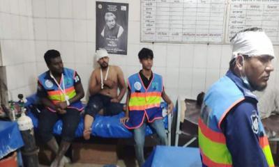 চাঁদপুরে জেলেদের হামলায় নৌপুলিশের ১২ জন আহত