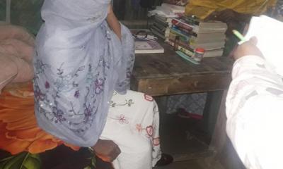বিয়ের দাবিতে প্রেমিকের বাড়িতে অনশনে স্কুল শিক্ষিকা