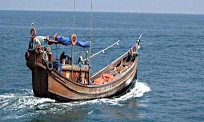 বঙ্গোপসাগরে মাছ ধরার ট্রলার ডুবে ৩ জন নিখোঁজ