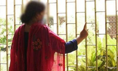 সুদের টাকা দিতে না পেরে পাওনাদারের হাতে স্ত্রীকে তুলে দিলেন স্বামী