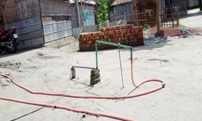 রংপুরে টিউবওয়েল দিয়ে বের হচ্ছে ফুটন্ত গরম পানি
