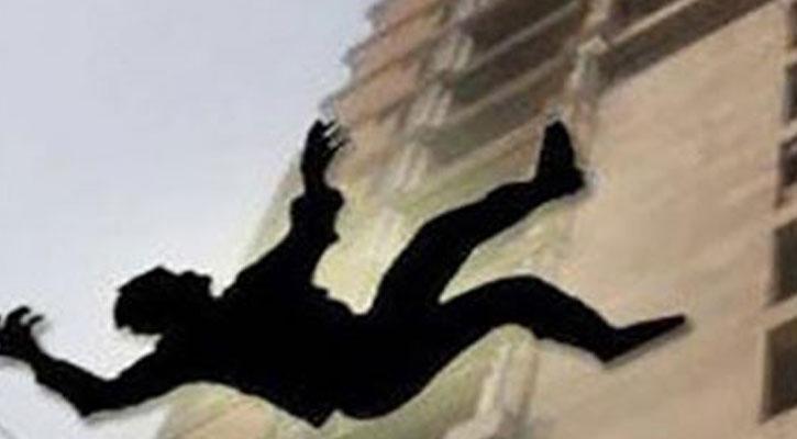 জবি ট্রেজারারের বাসার ছাদ থেকে পড়ে শিক্ষার্থীর রহস্যজনক মৃত্যু