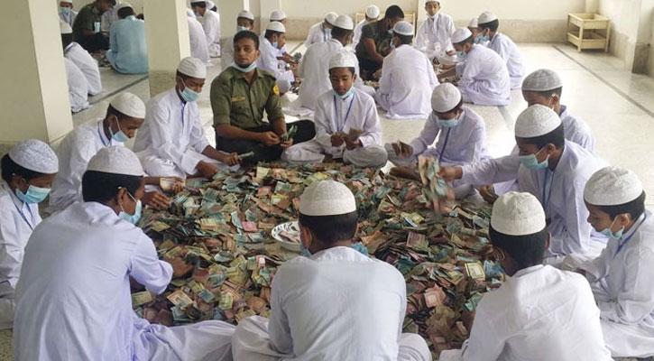 মসজিদের দানবাক্সে পাওয়া গেল ১২ বস্তা টাকা