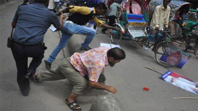 নারায়ণগঞ্জে বিএনপির সভায় পুলিশের লাঠিচার্জ