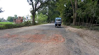 ঝিনাইদহ-যশোর মহাসড়ক বেহাল, বাড়ছে দুর্ঘটনা