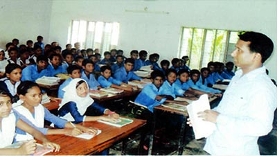 শিক্ষক সঙ্কটে সরকারি স্কুল-কলেজ চলছে জোড়াতালি দিয়ে