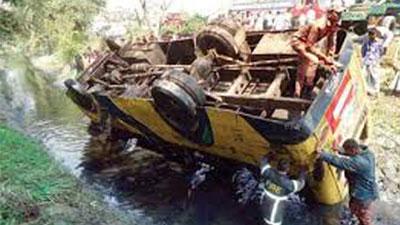 কুমিল্লায় বাস খাদে পড়ে ৬ জন নিহত