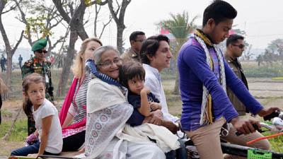 'প্রধানমন্ত্রীর ভ্যান' কেন জাদুঘরে প্রশ্ন আসিফ নজরুলের