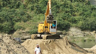 সাংগু নদীতে বালু উত্তোলনের মহোৎসব