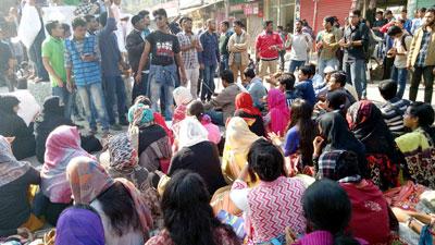 নজরুল বিশ্ববিদ্যালয়ের শিক্ষার্থীদের ফের সড়ক অবরোধ