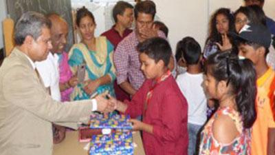 জুরিখ বাংলা স্কুলে পাঠ্যবই বিতরণ