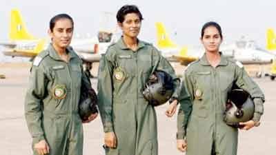 ভারতে যুদ্ধ বিমানে তিন নারী পাইলট