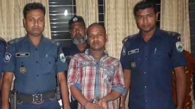 চাঁপাইনবাবগঞ্জে অস্ত্র ব্যবসায়ী গ্রেফতার