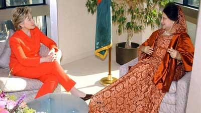 বিশ্বখ্যাত 'ভোগ' ম্যাগাজিনে হিলারি-খালেদা!