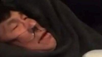 নামানো যাত্রীকে ক্ষতিপূরণ দিল ইউনাইটেড এয়ারলাইন্স