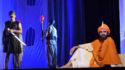 নাট্যশালায় 'ক্রীতদাসের হাসি'