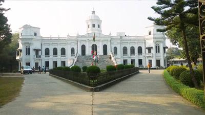 ঘুরে আসুন রংপুরের তাজহাট জমিদার বাড়ি