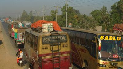 চন্দ্রা-টাঙ্গাইল মহাসড়কে ৬০ কিমি যানজট