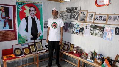 'মুক্তিযোদ্ধা বাছাই হচ্ছে টাকার বিনিময়ে'