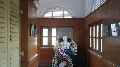 বঙ্গবন্ধুর ভাস্কার্য সরানোর দাবি কলকাতায়